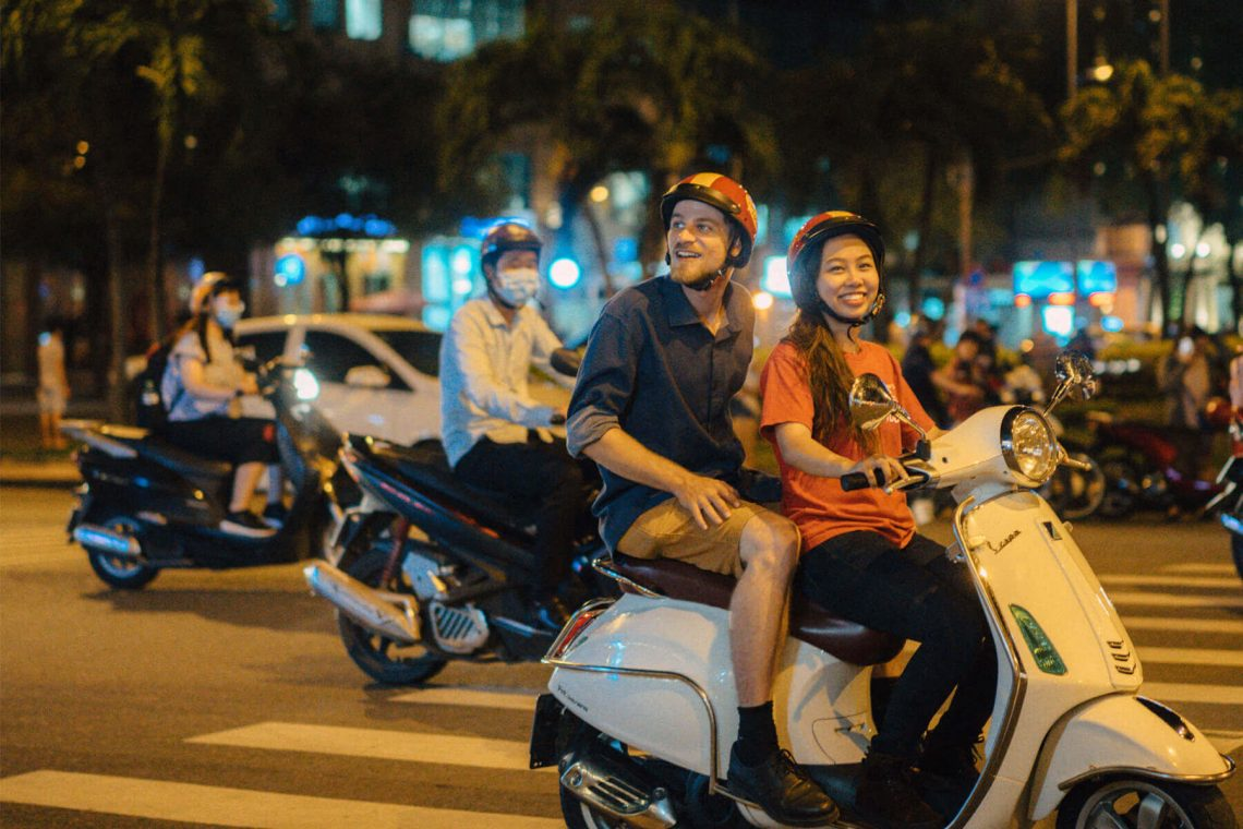 Enjoy-the-night-in-Saigon -Ho Chi minh City